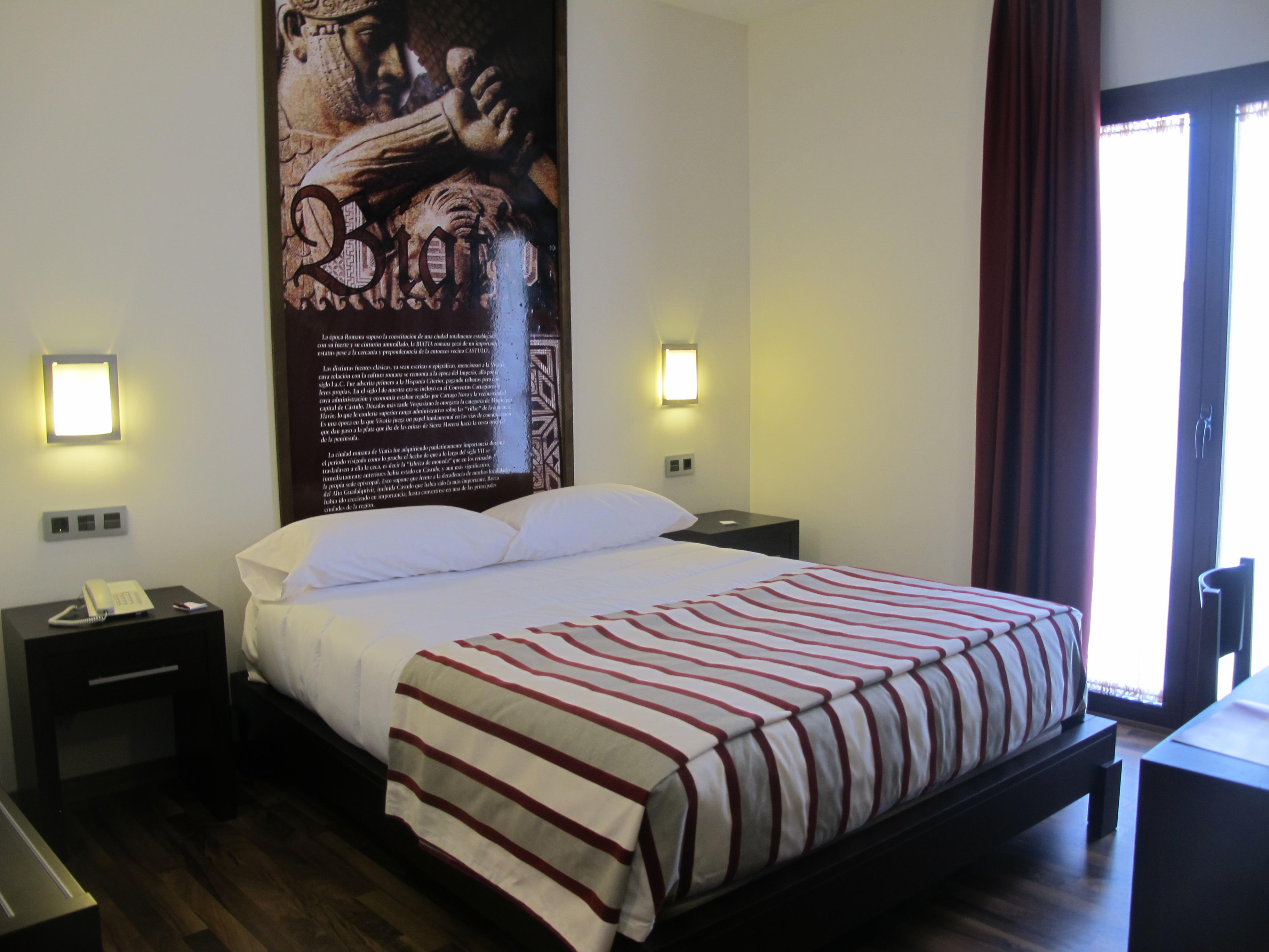 hoteles en Baeza Habitación doble del hotel Azmaitin.