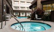 Holiday Inn Express & Suites San Jose International Airport