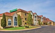 La Quinta Inn Milwaukee Delafield