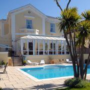 Riviera Lodge