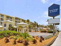 Travelodge & Suites Bayside Resort