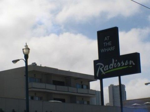 Radisson Fisherman's Wharf (Building)