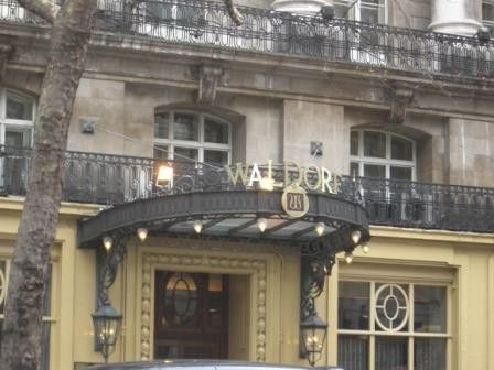 The Waldorf Hilton (Gebude)