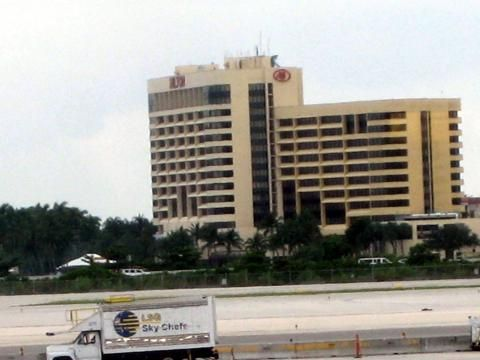 Hilton Miami Airport (Building)