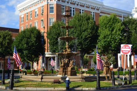 Memorial Square Chambersburg (Surroundings)