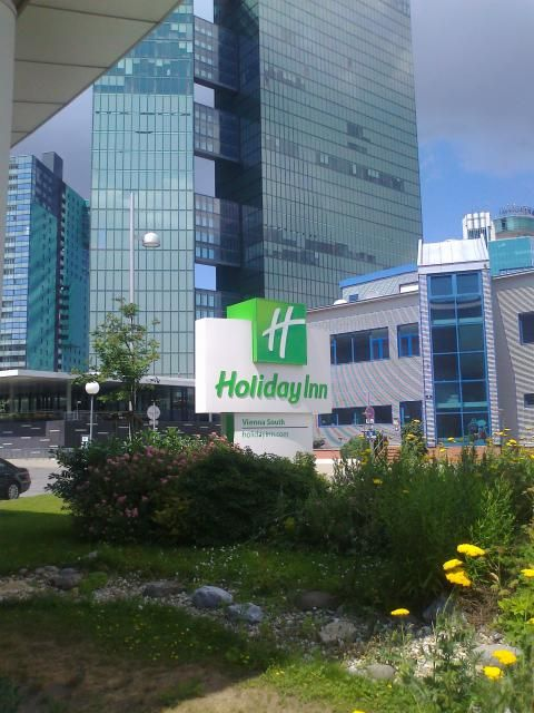 Holiday Inn Vienna-South (Außenanlage)