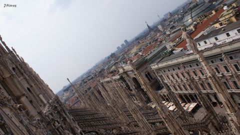 Milan Cathedral (Surroundings)