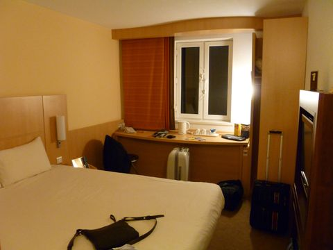 Ibis Edinburgh (Room and features)