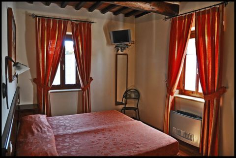 Fonte dei Tufi (Room and features)