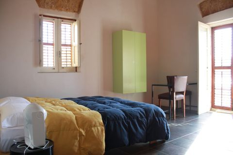 Lerux  (Room and features)